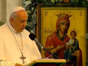 Франциск поздрави всички религии преди молитвата, деца си направиха селфи с него