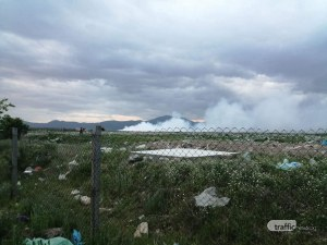 Пламна сметището край Карлово! 2 пожарни гасят огъня