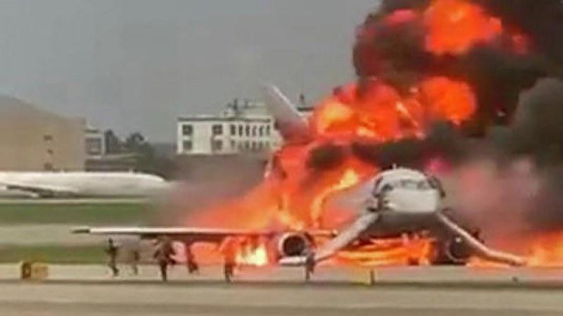 Няма данни за загинали българи в самолета факла в Русия
