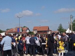 Хиляди чакат папата в Раковски! Опашки се извиха на пропускателните пунктове