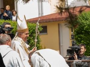 Папата пристигна в Раковски! Градът скандира
