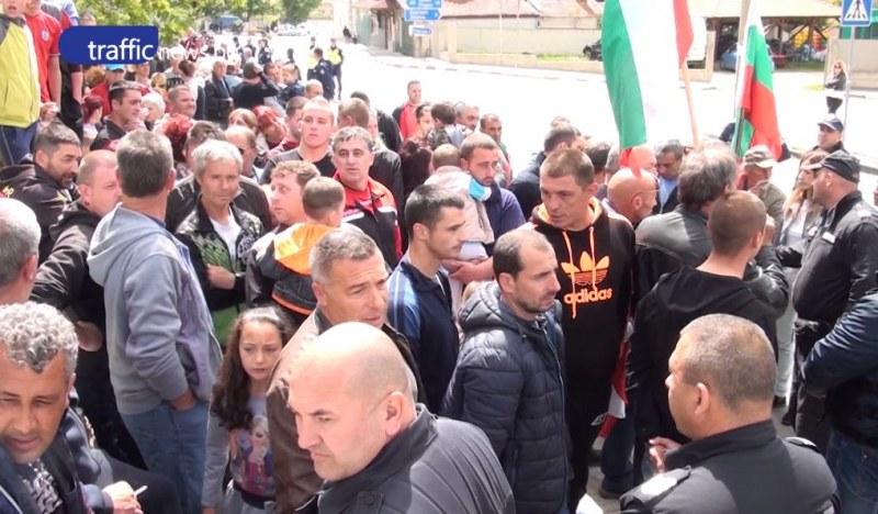 Втори ден гняв и протест в Кърнаре заради нападението от роми