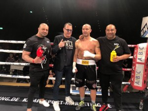 Спас Генов с 11-а победа на професионалния ринг