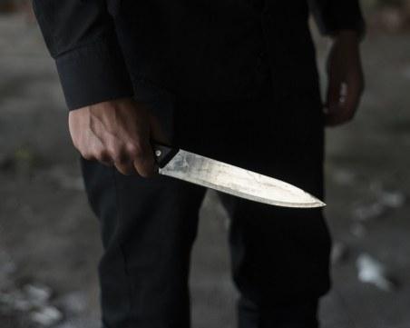 Екшън в Перник! Племенник намушка с нож чичо си, след като се сбили