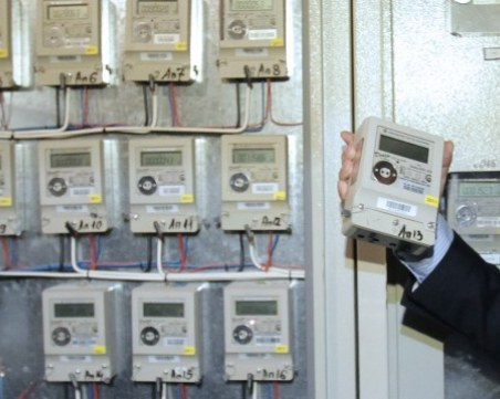 Волтова дъга обгори двама елмонтьори в Габрово, сменяли електромер
