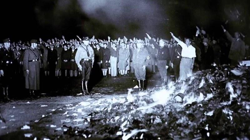 Изгарянето на книги, погледнато от 111-тия ред