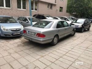 Служители на пловдивско районно с демонстрация: Как не трябва да се паркира