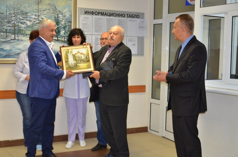 Пловдивска болница с нов шеф: Посрещнаха го с хляб и сол