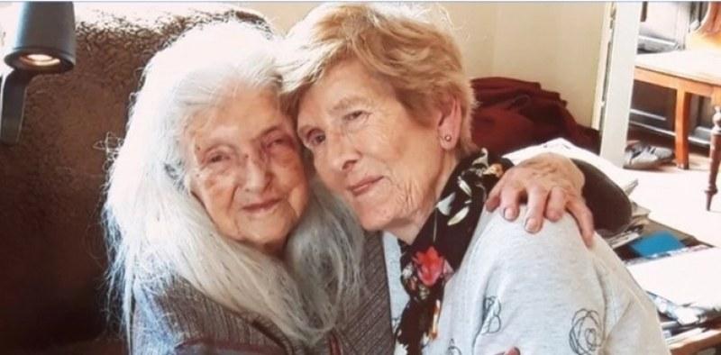 След 60 години търсене: Жена се запозна със 103-годишната си майка