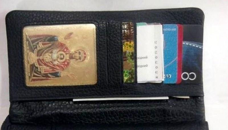 Защо не трябва да държите икона в портфейла си?