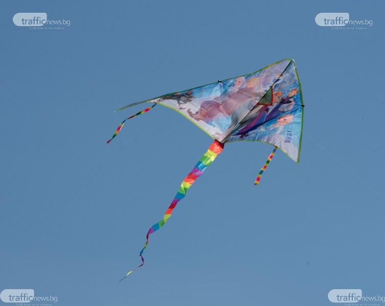 Парад на хвърчилата изпъстри небето на Пловдив