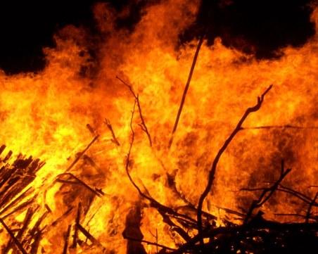 Пожар избухна при топене на патешка мас в Плевенско, пострадал е мъж