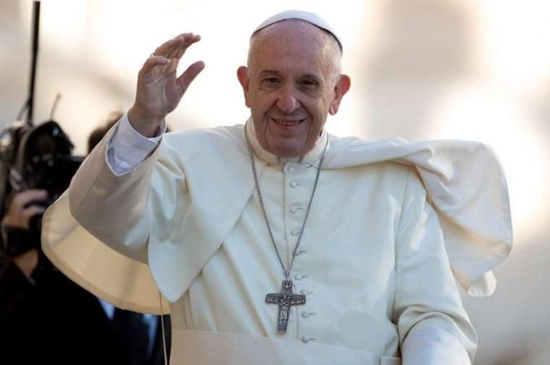 Папа Франциск разгневи управниците, пусна тока на бедни роми