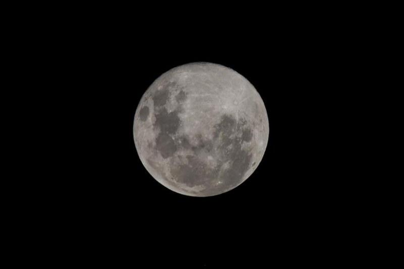 Астроном: Луната се превръща в стафида