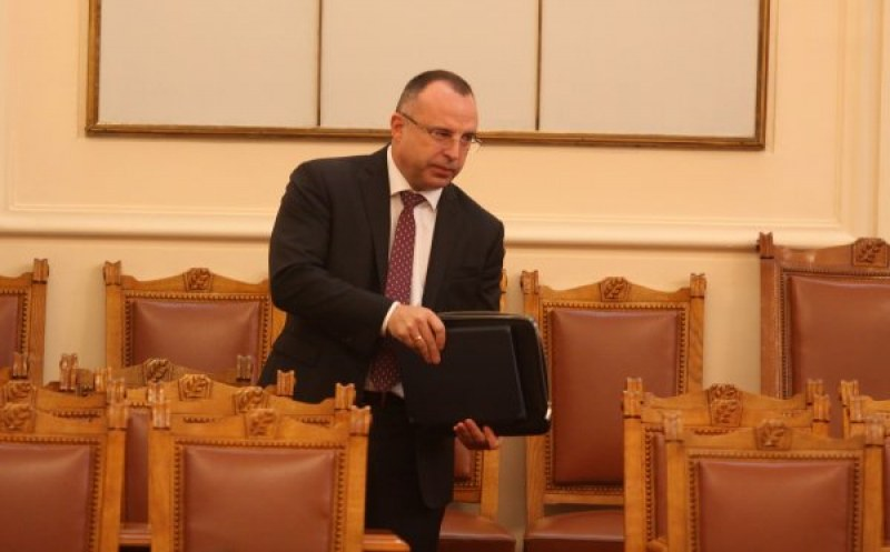 Скоропостижно, за 4 минути: Порожанов вече не е министър, Танева пое МЗХГ