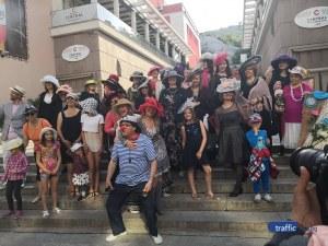 Кокетки с воалетки изпълниха площада пред Община Пловдив
