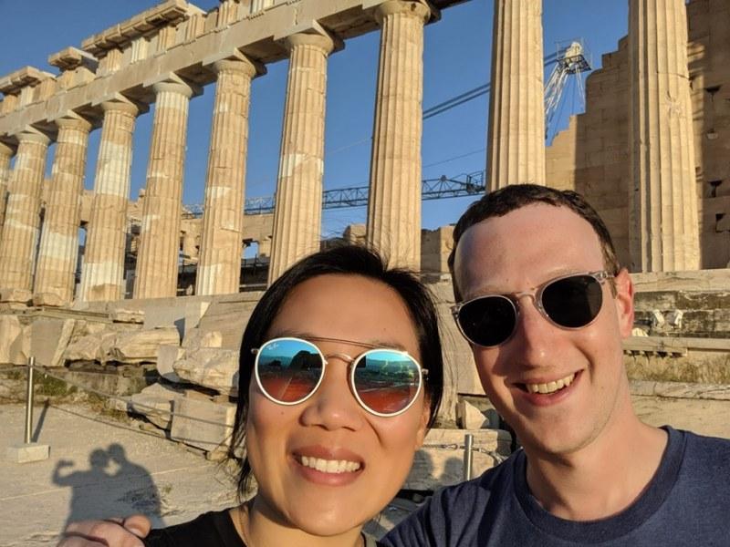 Зукърбърг чества в Атина годишнина от сватбата си