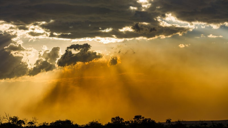 Мъгла от фин прах от Сахара покри страната ни. Даже се увеличава!