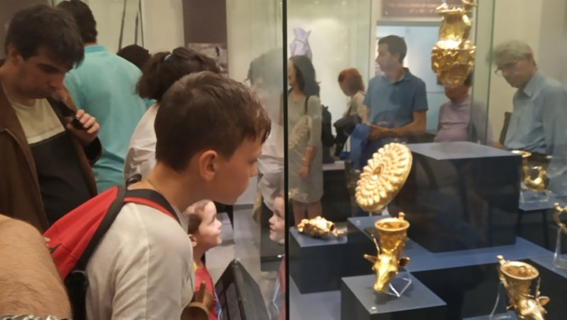 Пловдивчани се редят на опашки, за да зърнат големите златни съкровища на България