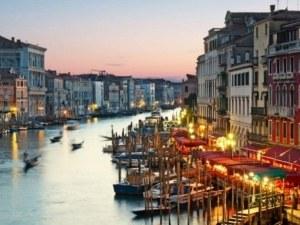 Подгониха проститутките и пияниците във Венеция