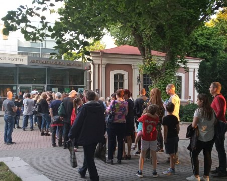 Пловдивчани извиха дълга опашка пред Археологическия заради златните съкровища