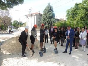Стамболийски се превърна в строителна площадка! Правят първа копка на паважа към Йоаким Груево