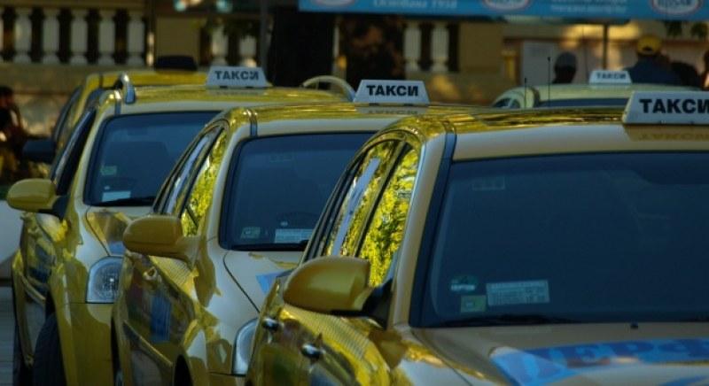 Таксита отказали да качат намушканото момче, щяло да изцапа