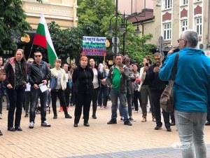 Недоволни родители протестираха срещу Националната стратегия за детето в София