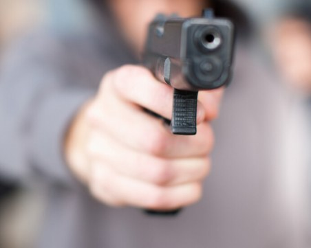 30-годишен опита да убие бившата си! Стреля няколко пъти, избяга