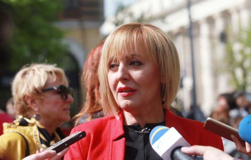 Мая Манолова: Може да има проблеми с машинното гласуване. Резултатите да се отчетат ръчно