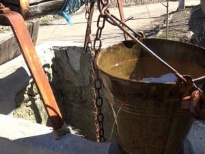 Мъж отишъл да поправи помпата на кладенеца си, паднал и се удавил
