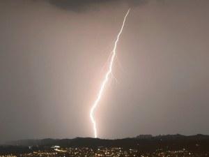 Порои, гръмотевични бури и градушки на Балканите през цялото лято
