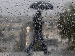 Времето днес: Порои, мощни гръмотевични бури и градушки