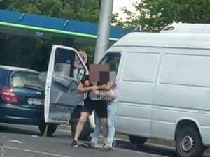 Юмруци на пловдивско кръстовище! Шофьори си спретнаха бой след скандал на пътя