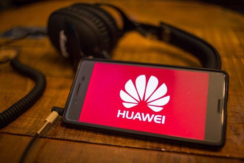 Кои са компаниите, които спряха да работят с Huawei