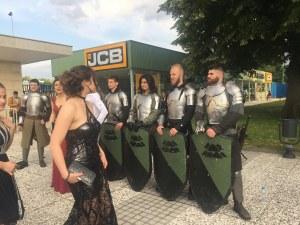 Рицари в доспехи изпратиха абитуриентите от Руската и Математическата в Пловдив