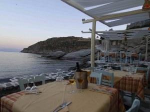 Калмари, салата и 6 бири – 836 евро! Сметка в таверна в Гърция възмути туристическите форуми