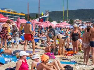 Слънчев бряг открива сезона – цените по плажа остават същите, охраната засилена