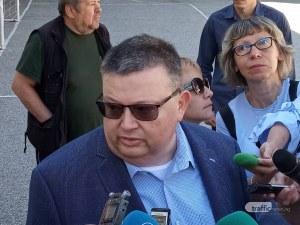 Цацаров, след като гласува в Пловдив: Разследват се 12 случая на купуване на гласове