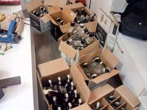 Мъж товарил кола с нелегално уиски в София, задържаха го и иззеха 95 бутилки