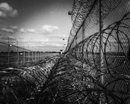 4 години затвор за мъжа, убил двама при гонка на летище