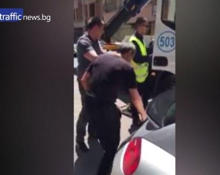 Появи се видеото от скандала между Мартин Камбуров и полицаите