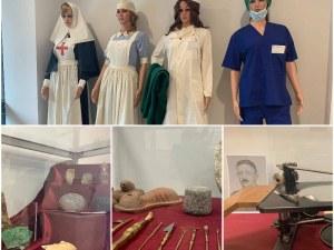 Скалпел от времето на траките и първите медицински униформи подредиха в МУ-Пловдив