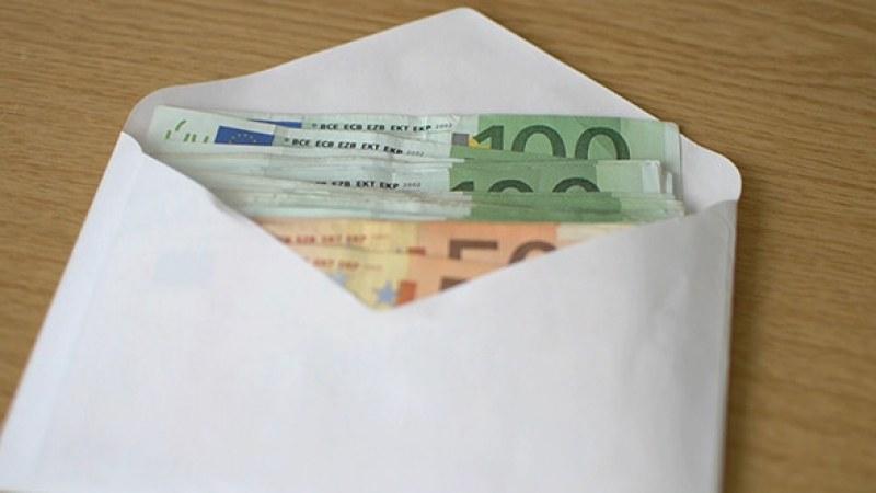 Колко получават евродепутатите? Мeceчната им заплата е €8757, но има…