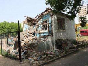 Бутат необитаеми ромски къщи в
