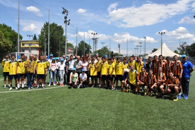 Легенди на Ботев наградиха призьорите на детски футболен турнир