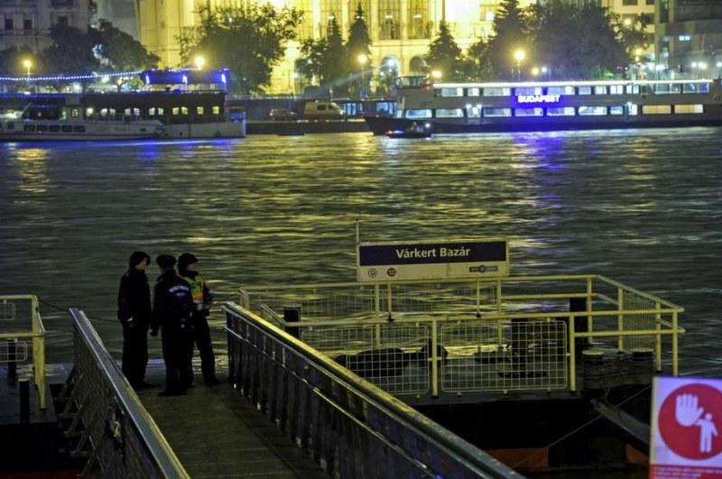 Трагедията в Дунав: Още издирват 20-тина от потъналото корабче в Будапеща