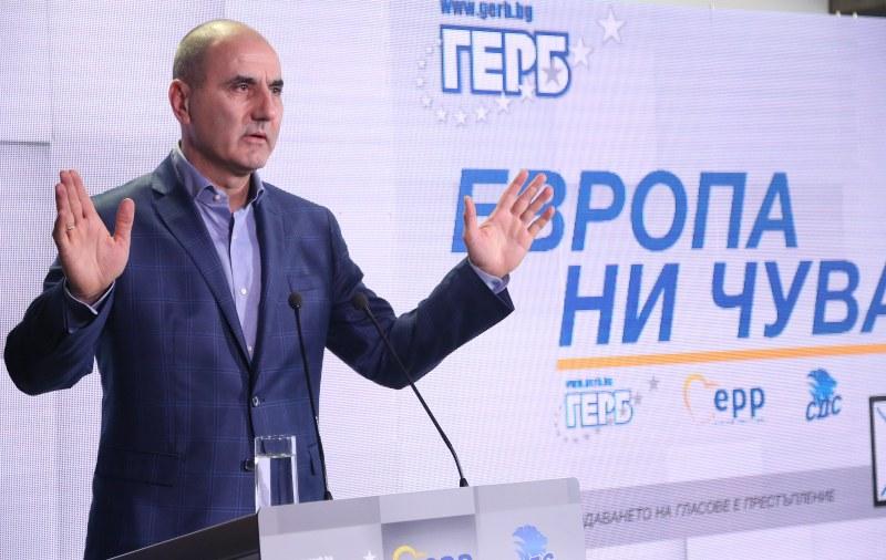 Цветанов мислил и мълчал, сега хвърли оставка и отчете: 13 успешни години