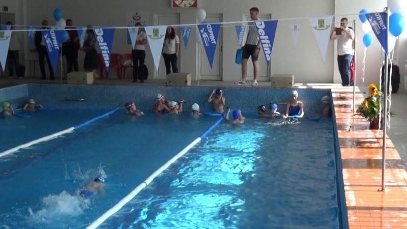Плувното лято открито! Отвори врати ремонтираният плувен басейн в СУ