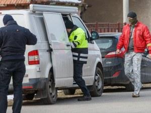 Полицията в Братислава простреля въоръжен с нож мъж, наръгал хора